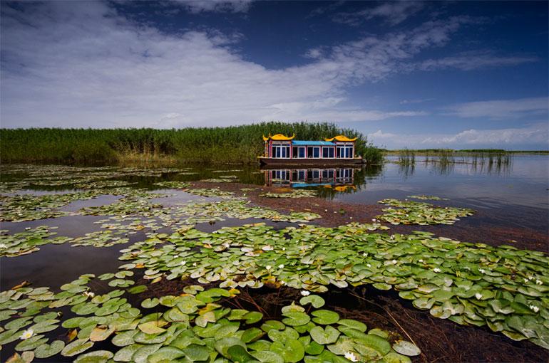 风景秀丽的博斯腾湖阿洪口